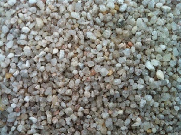 Cát, sỏi là nguyên liệu dễ tìm nên được sử dụng nhiều để làm giá thể trồng rau thủy canh